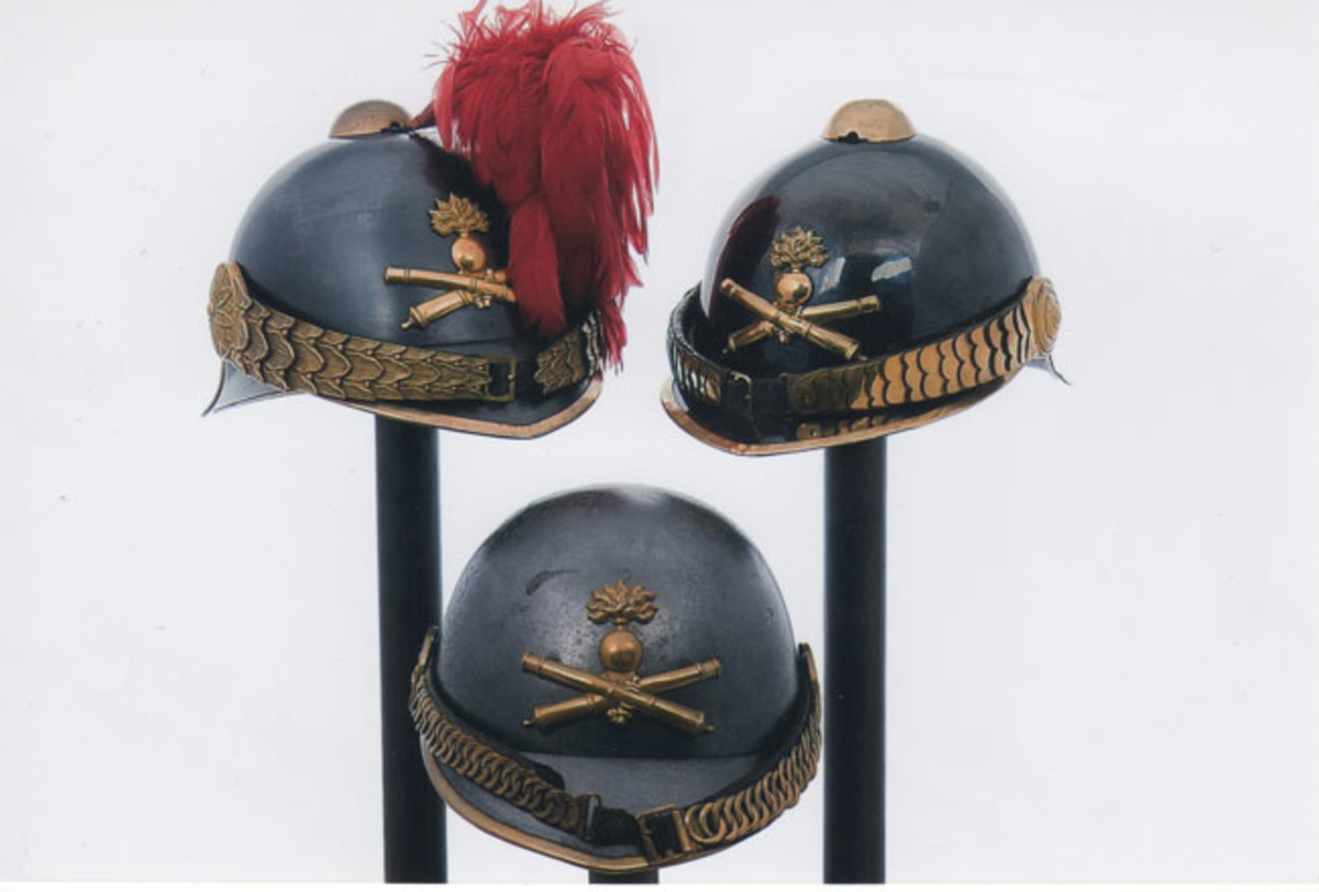 French Experimental Helmets Contrary to the myth that the Model 1915 was the «first» French helmet, there were in fact attempts to introduce a protective helmet before the war as noted by these experimental examples (Collection of Francois Stouvenot)