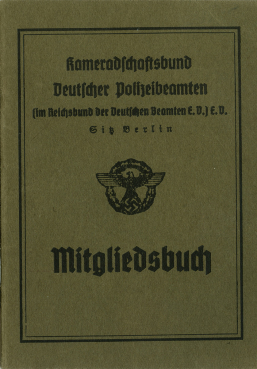 This Type 2 membership booklet of the Kameradschaftsbund Deutscher Polizeibeamten is about 12cm x 8.5cm and consists of a cover of olive-brown, medium card stock containing eight inner pages of white, medium paper stock.