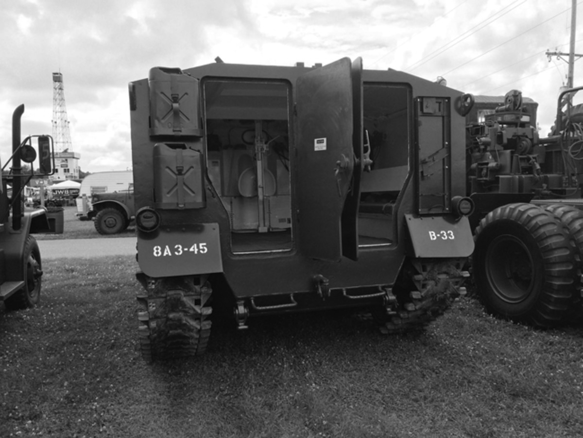 Two doors on the rear hull allowed access for infantry personnel or load carrying.
