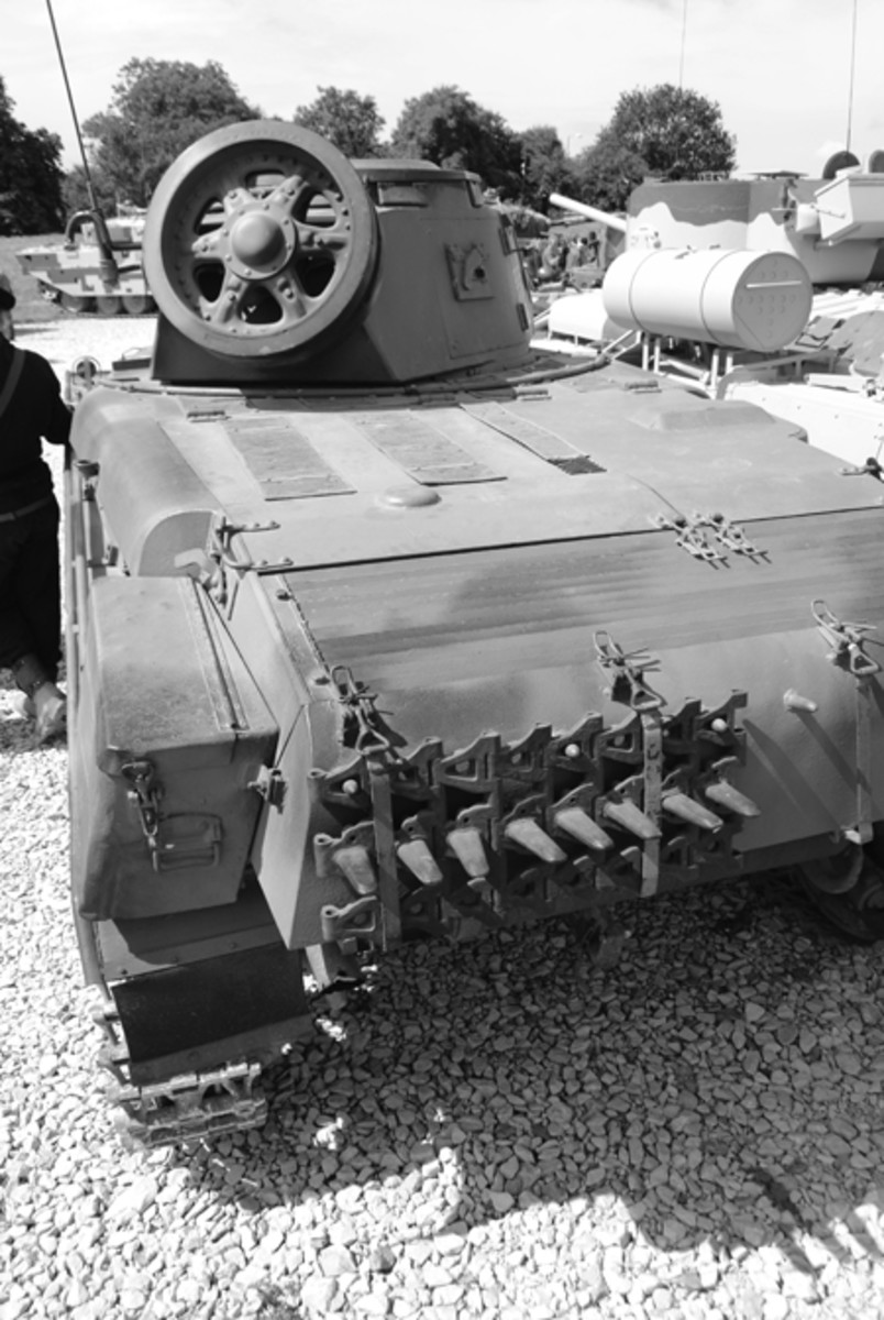 The M/40L, like other tanks of the period, carried a spare road wheel and length of track in case of battle damage. These items also acted as defense against anti-tank guns.
