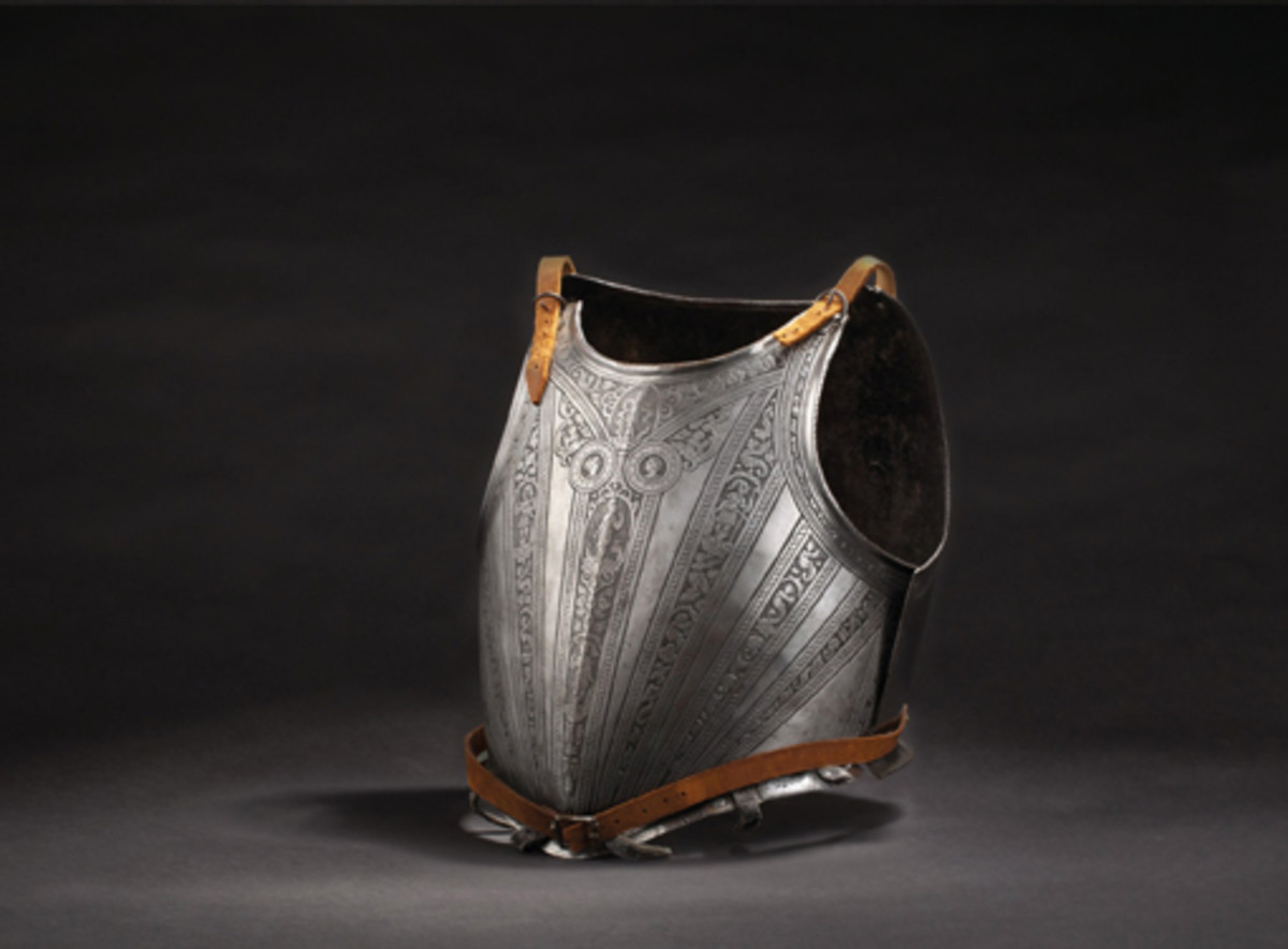 Lot 3093: An etched cuirass with the Medici coat of arms, Pisa, circa 1590. SP: 10000 Euros
