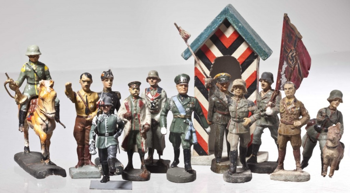 "Interest in ""personality figures,"" such as Hitler, Göring, Mussolini, Hindenburg, or SA and SS torch bearers and flag bearers are extremely popular. Courtesy of Hermann-historica.de"
