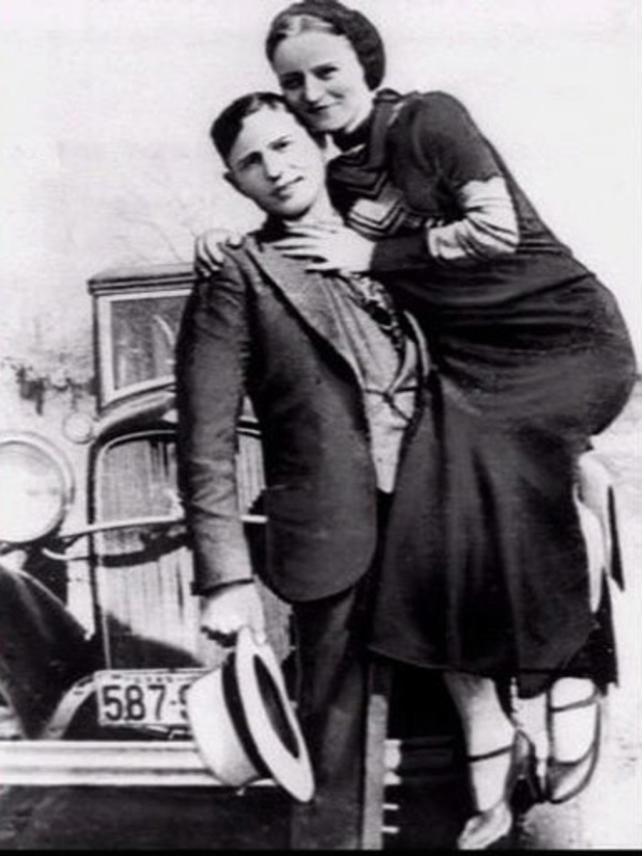 Bonnie and Clyde strike a lighthearted and carefree pose, but make no mistake – they were cold-blooded killers.