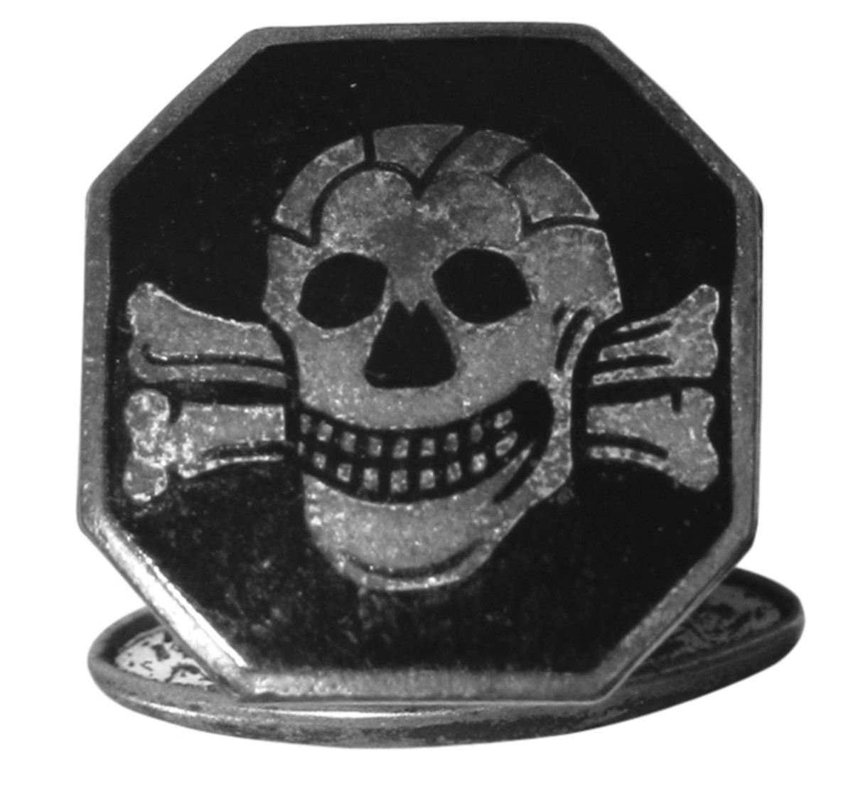 Officers could purchase privately manufactured death's head items such as this SS cuff link.
