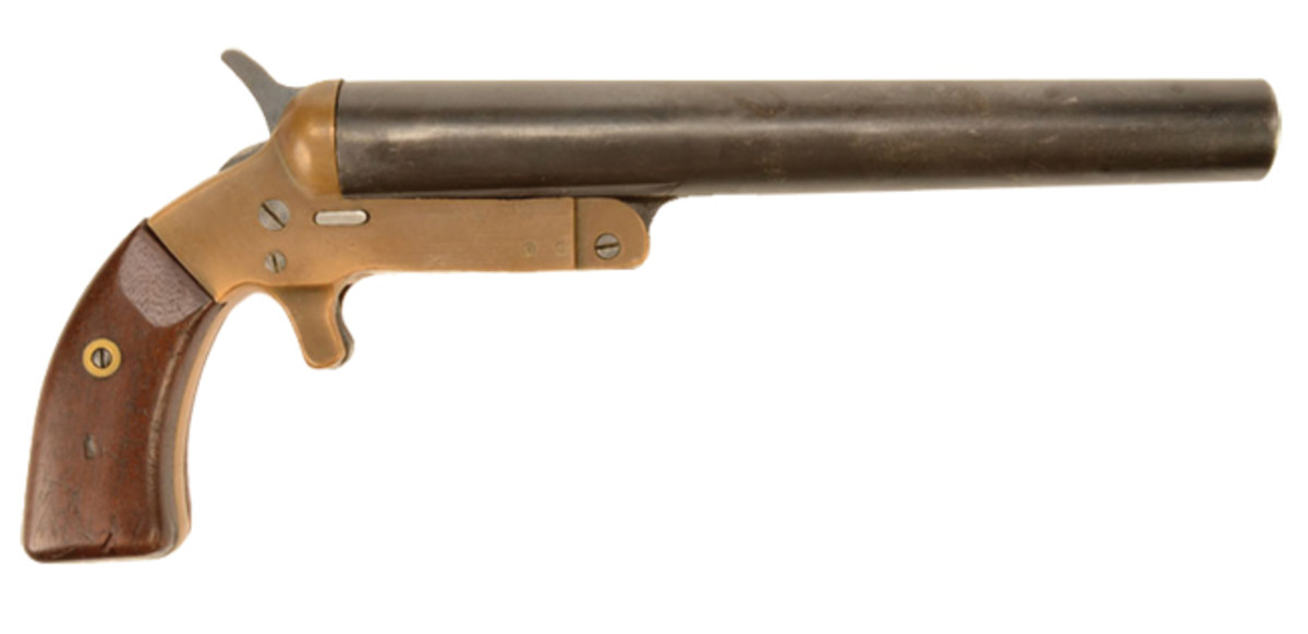 The WWI US 'Remington' Mark III Very Pistol consisted of a blue steel barrel, brass frame and walnut grips. Advance Guard Militaria