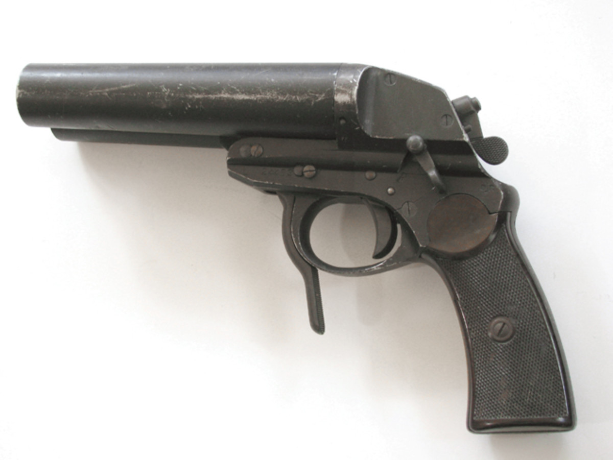 The Luftwaffe Model L is a mechanical marvel with the ability to switch firing order using the rear lever. Once cocked, small pins pop out of the rear to designate which internal hammers are ready.