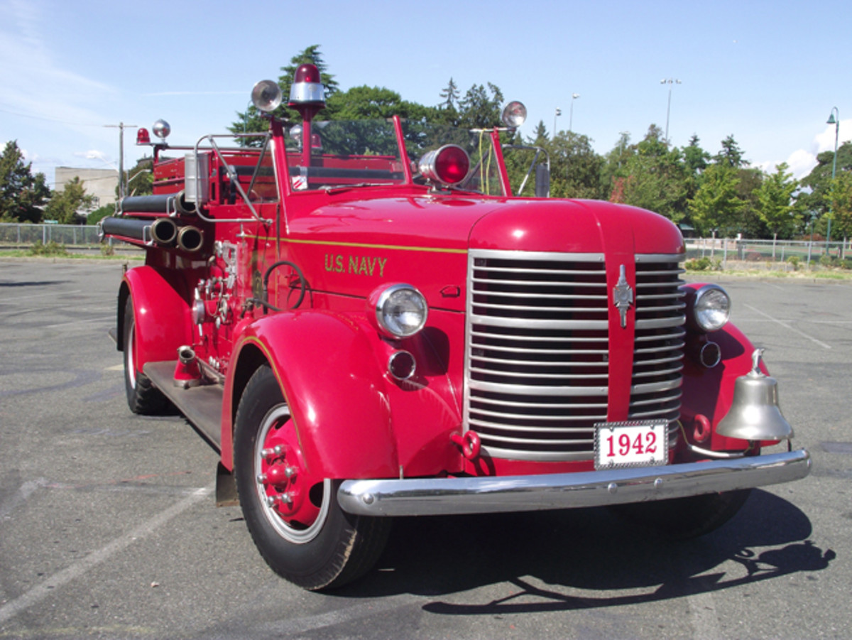 "Front view shows overall late-1930s styling with Art Deco-style details, including a large, cast grille; wide curving fenders; and bullet headlights. The chrome ""Sirenlite"" on top of hood apparently wasn't thought of blocking the driver's view."