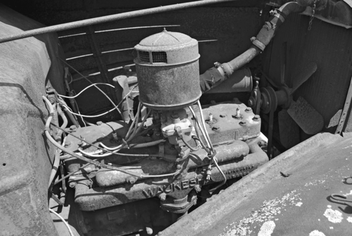 The truck was powered by a six-cylinder Waukesha engine, making it a Corbitt Model 1146. The engine data plate on the firewall states the power plant was built in March 1935.