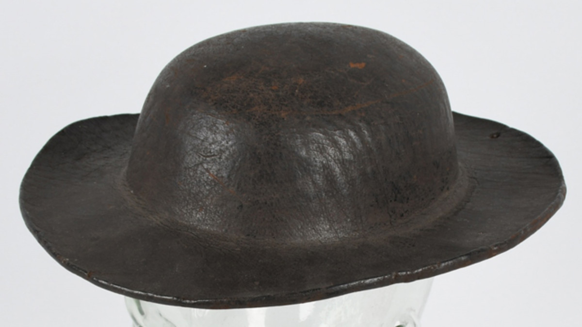 https://www.liveauctioneers.com/item/61937854_revolutionary-war-1812-navy-naval-boarding-hatNaval boarding helmet, Revolutionary War to War of 1812 period, found in Sackett's Harbor, New York, a hotbed of 18th/early 19th-century American naval and military activity. Photo - Milestone Auctions