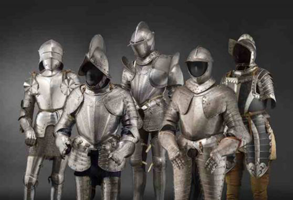 From the great selection of European armours:1. f.l. Gothic full armour for the field, 1480/90 +3. f.l. Milanese etched armour for the field, 1570/80.