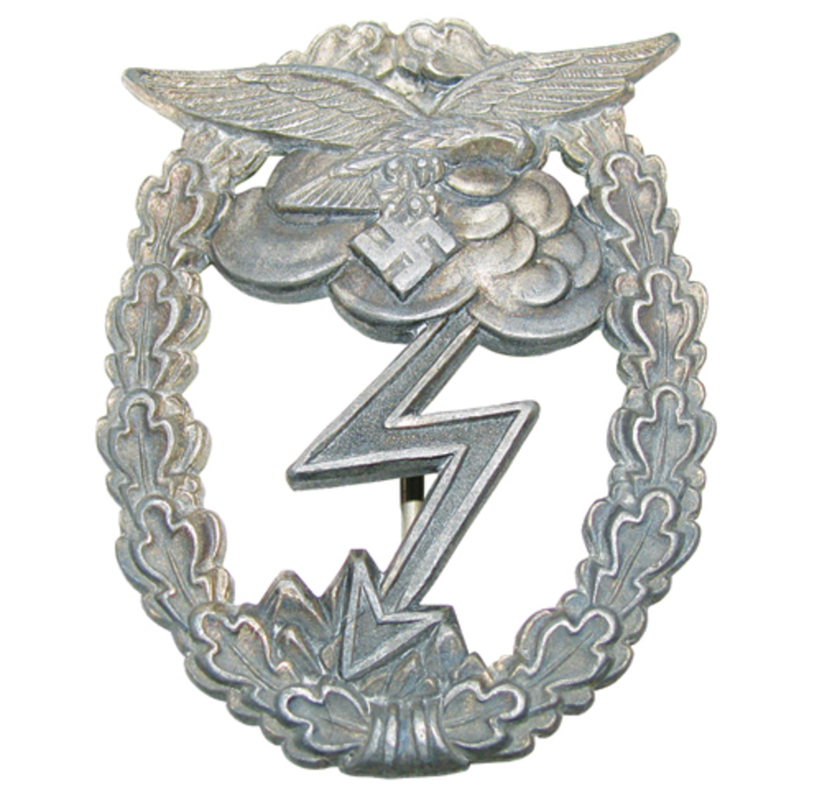 Later in the war, the ground assault badge was made of alloyed zinc.
