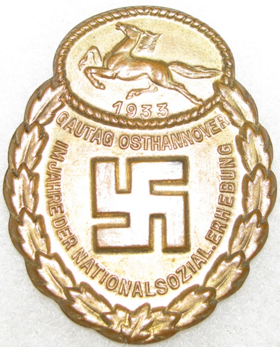 The Gau East Hanover badge had a dashing horse prominently engraved at the top.