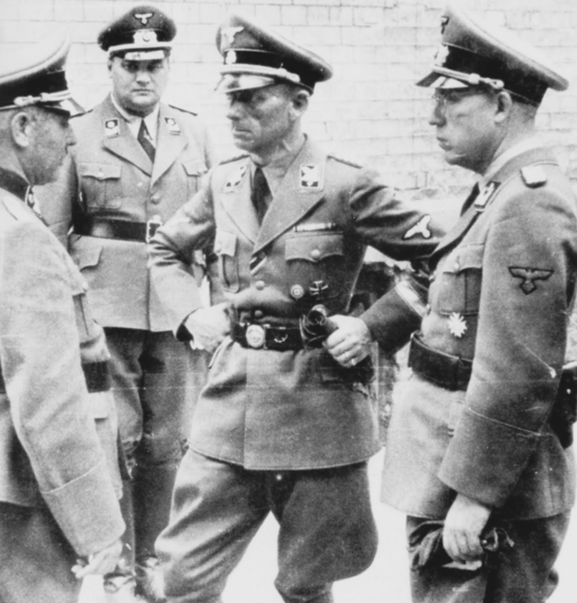 In October 1943, SS-Brigadeführer Willy Schmelcher took over command of the TeNo, a position he held until Germany surrendered to the Allies in May 1945.