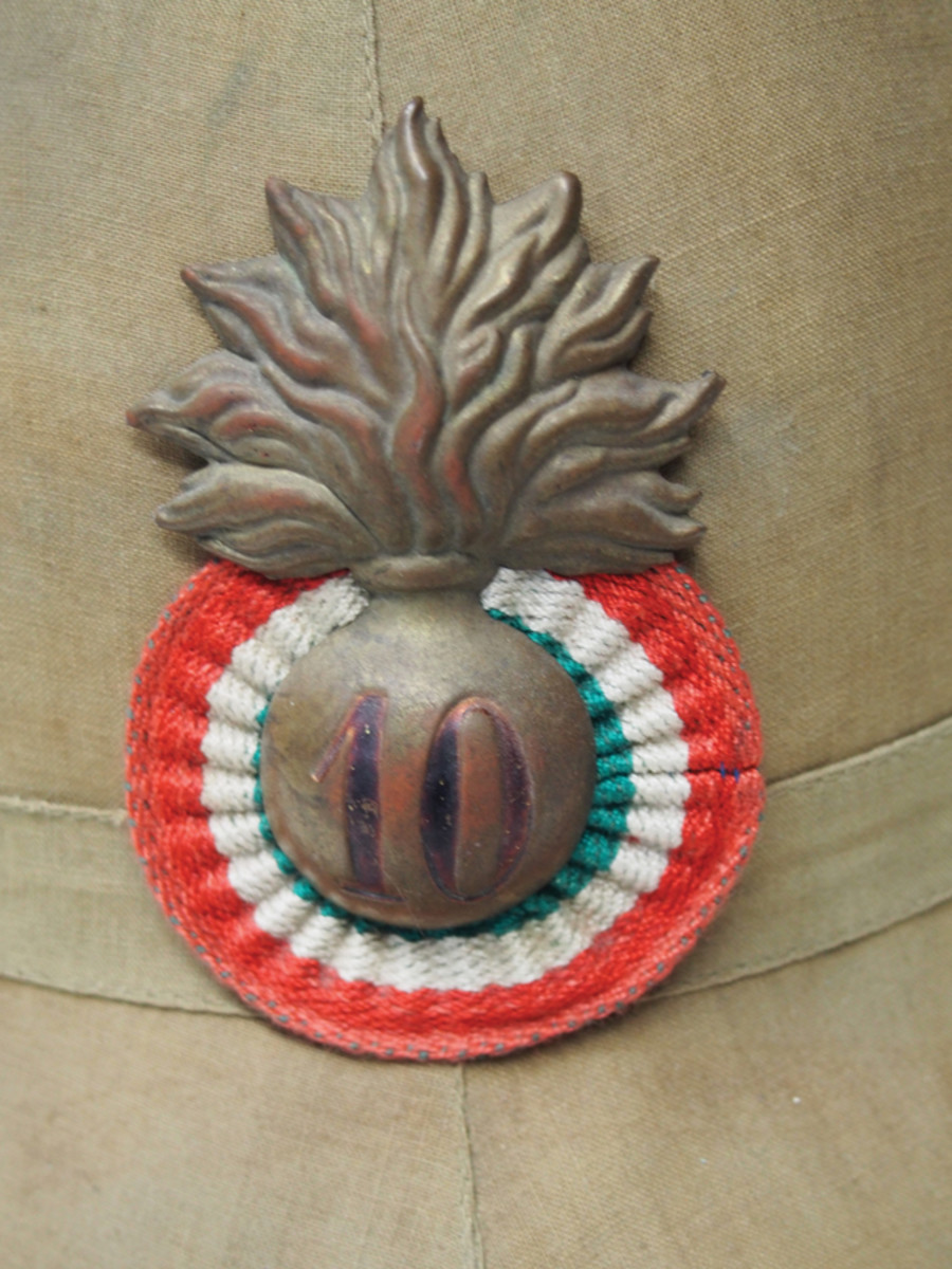 The Italian Army wore cockades with badges over it on the Model 1928 sun helmet – this one features the badge to the 10th Granatieri (Grenadier) Division.