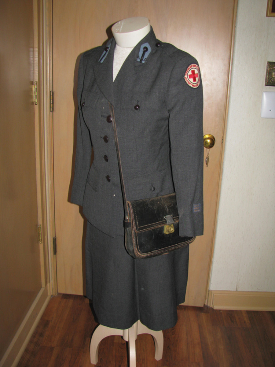 Kitty's dark dress winter tunic retains her service patch, collar tabs with black ARC devices, and 3 silver overseas stripes