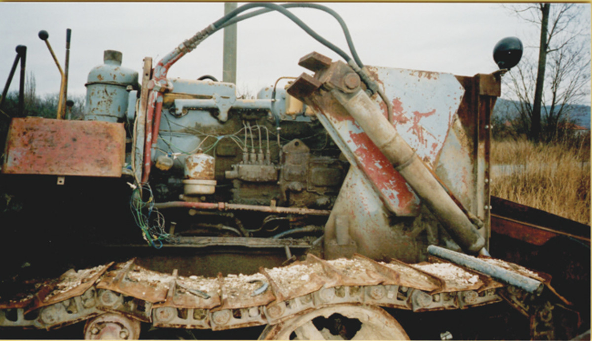 Right side of a Russian copy partly dissembled on a job outside Budapest, Hungary, in the 1990s. Any CAT mechanic will recognize how similar the copies are to their American counterparts. Jeff Rowsam