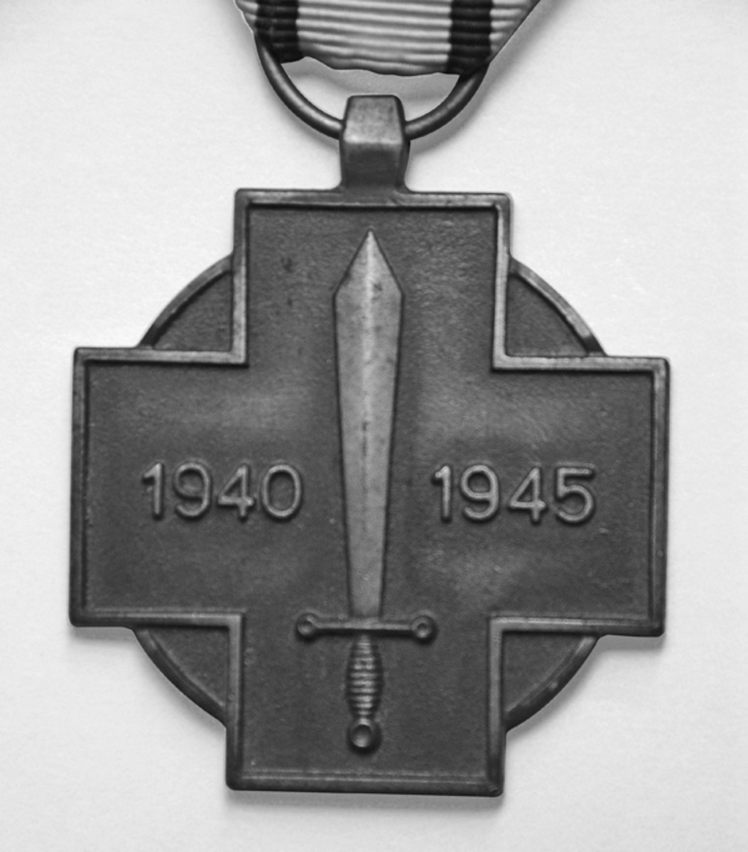 Reverse of the Military Combatant's Medal with its rather plain design.