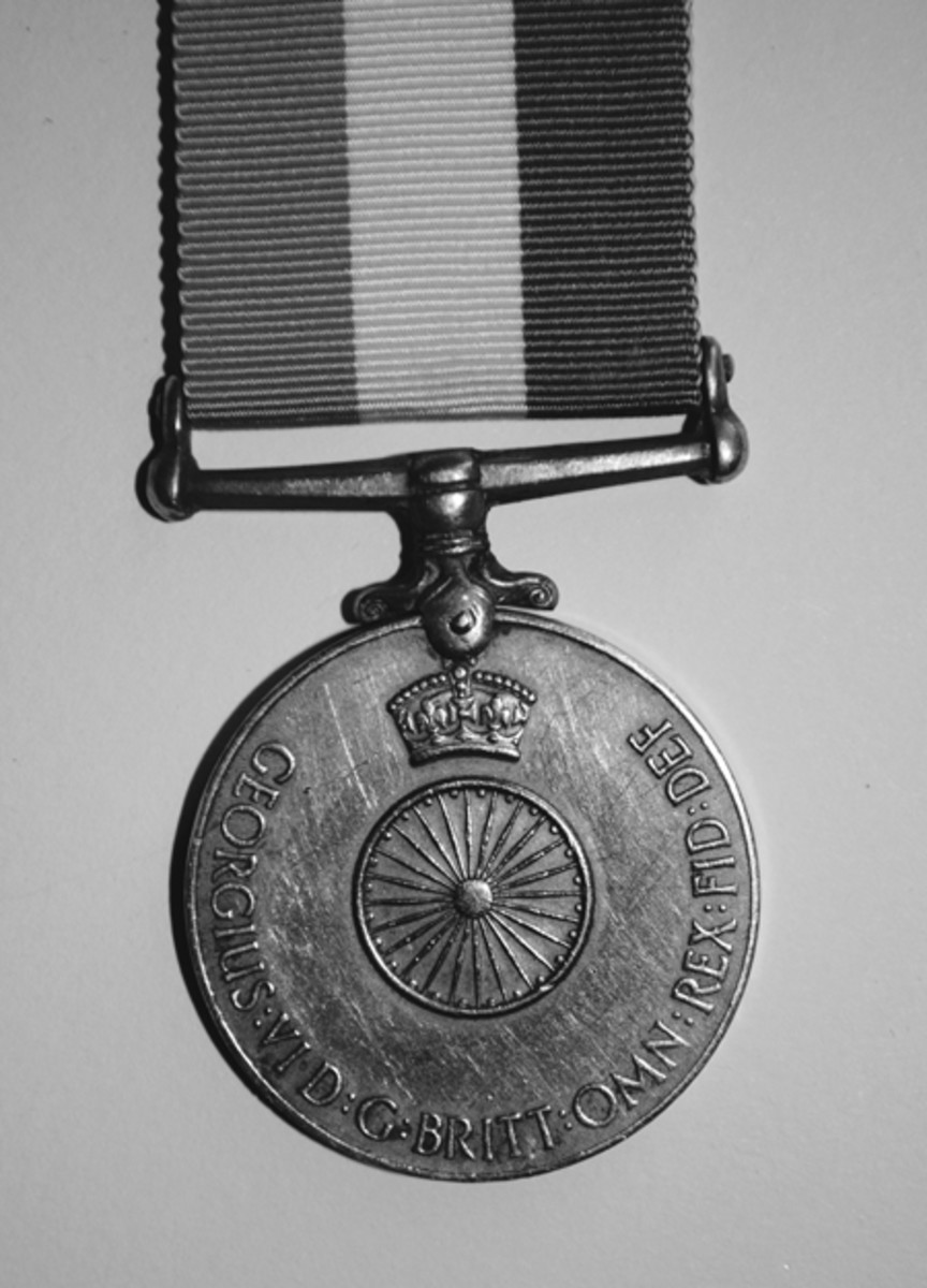 Obverse of the 1949 Indian Independence Medal with chakra motif.