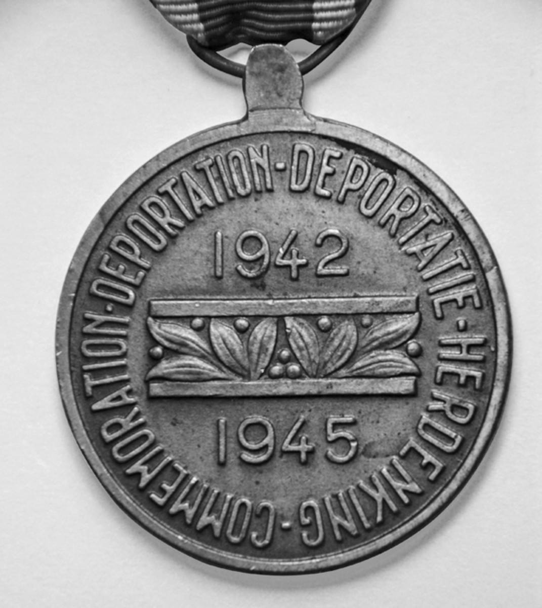 The name of the medal in English and Belgian describing what it represents.