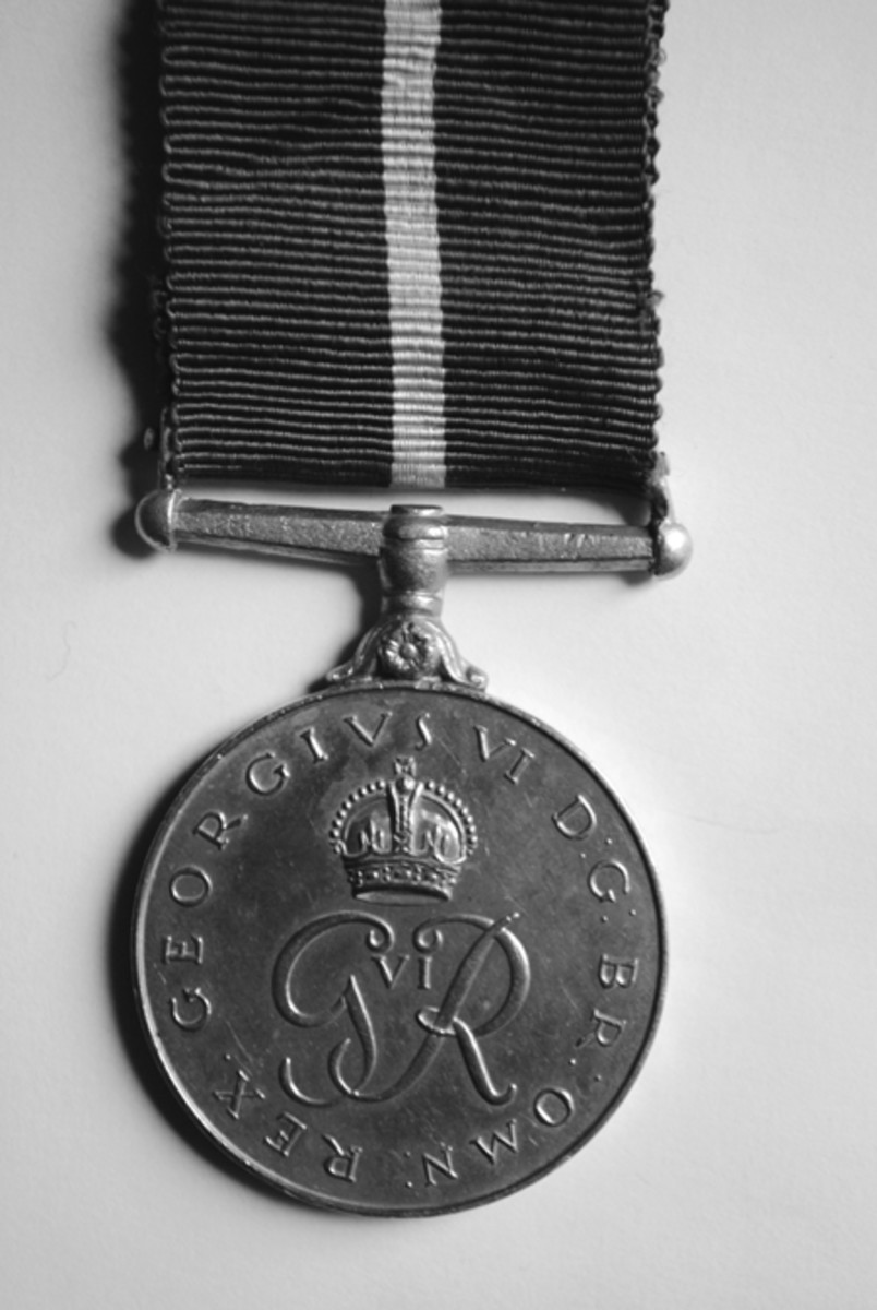 Reverse of the 1948 Pakistan Independence Medal with crowned royal cypher of King George VI.
