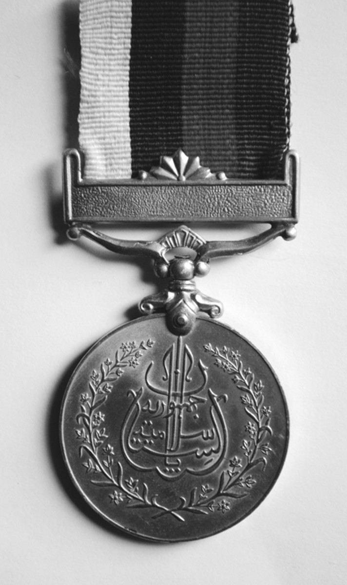 The obverse of the 1957 Pakistan Independence Medal which declares the Islamic Republic of Pakistan.