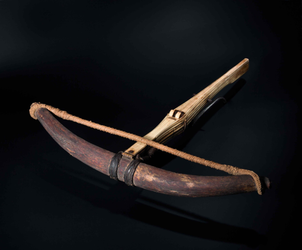 Late-Gothic crossbow with horn prod, tiller covered in bone inlays, German, 1500.