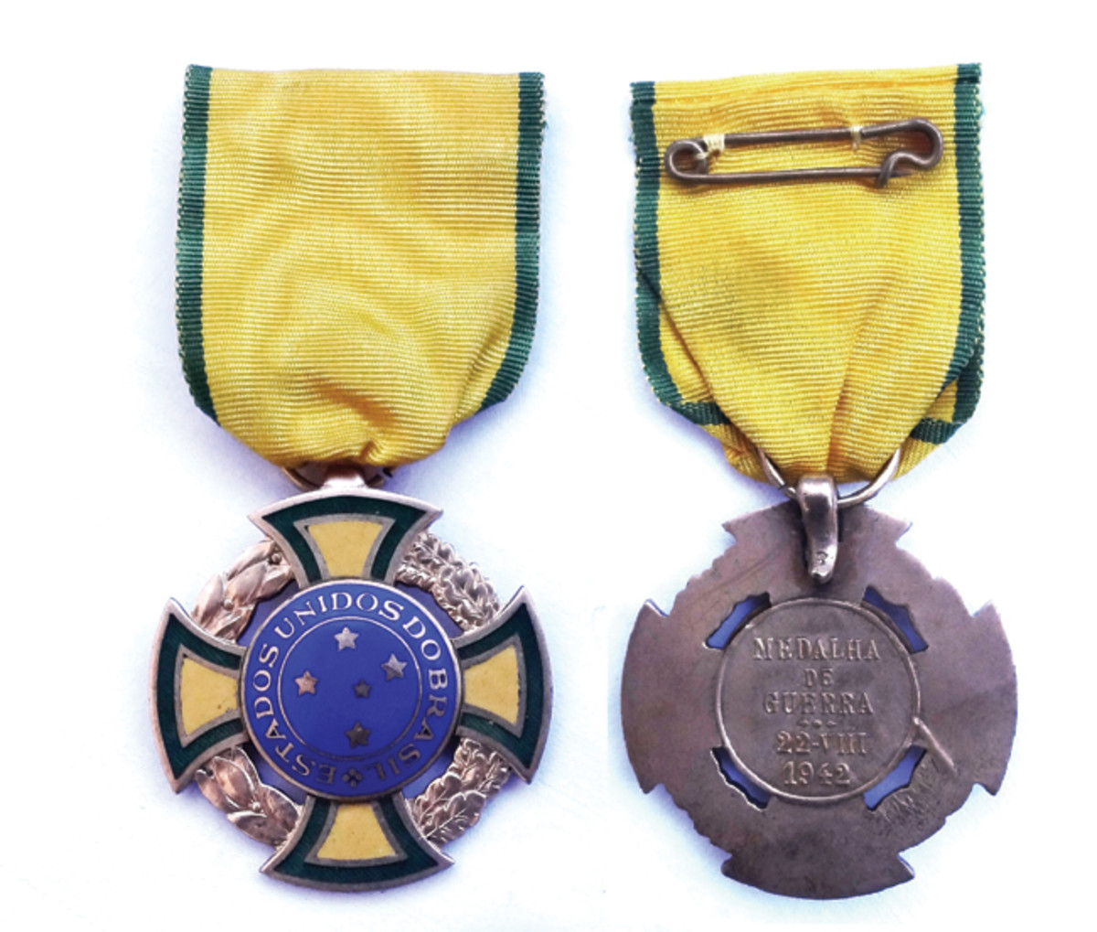 """The War Medal bears the legend, """"ESTADOS UNIDOS DO BRASIL"""" (""""United States of Brazil""""). This was Brazil's official name until 1967. The date is a reference to when Brazil entered the war."""