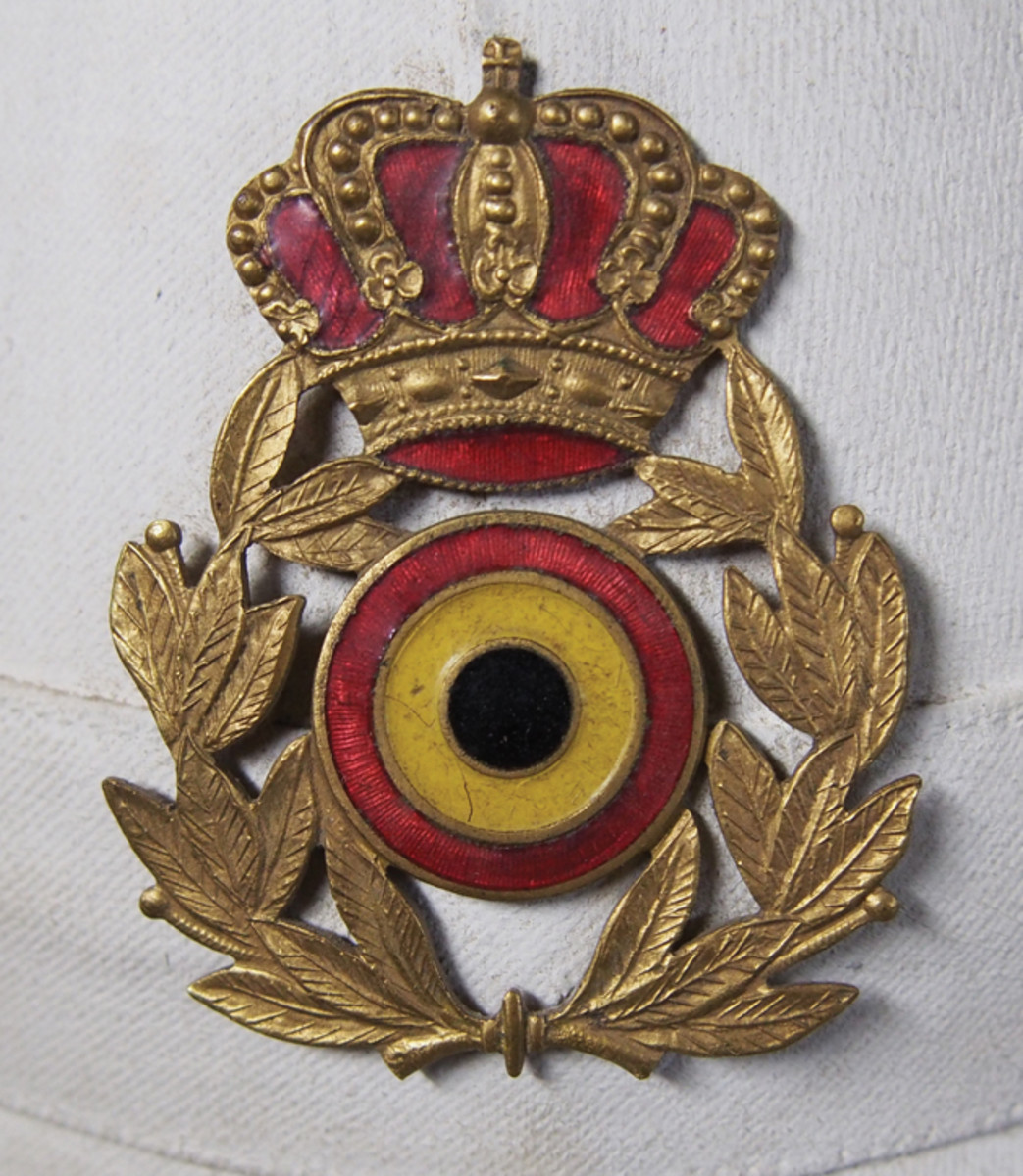 Belgian cockades were used as part of the larger cap / sun helmet insignia.