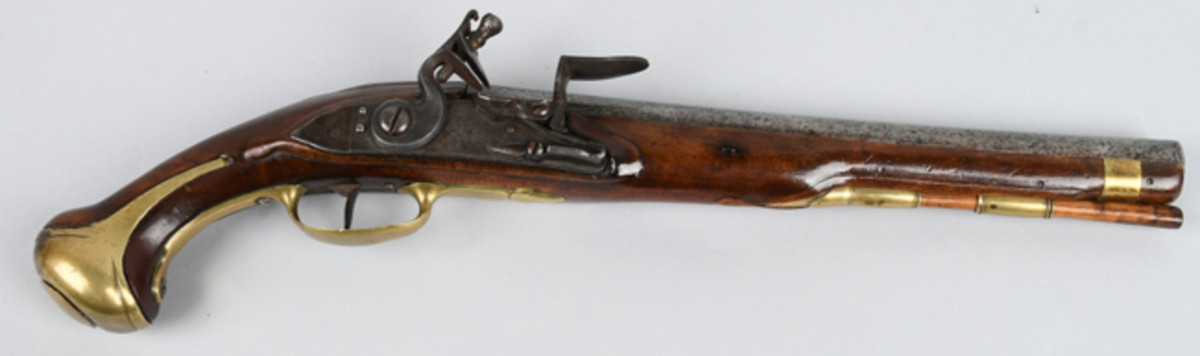 Rare 1733 French dragoon flintlock pistol, large size with 12-inch barrel in .70 bore, first standardized pistol for French army and navy, type used in French and Indian War 1754-1763