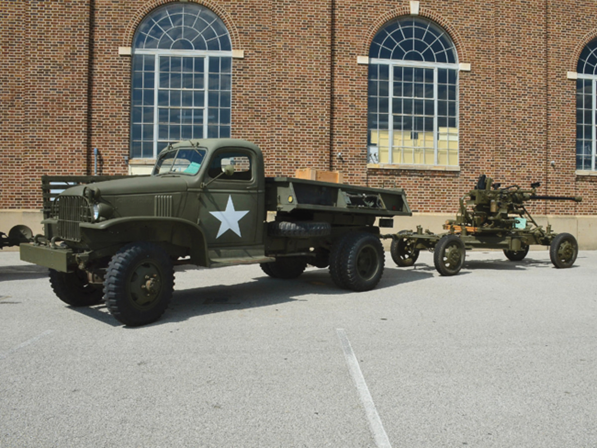 Brian Cessna displayed his 1942 GMG CCKW-353 with the now uncommon tipper bed.