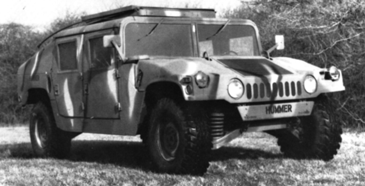 At first glance this looks like a regular production HMMWV, but closer examination reveals that it is in fact a pre-production prototype. The openings surrounding the headlamps are round, as opposed to square openings on production models.