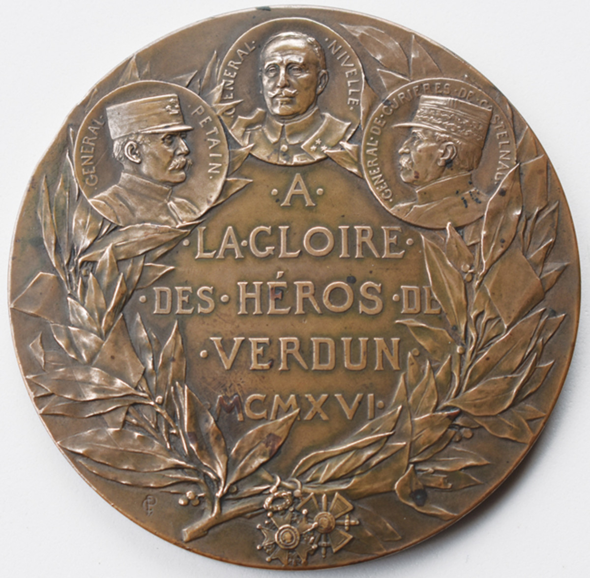 "The high relief of the Pillet medal reverse commemorates""Many heroes of the Verdun battlefield."""