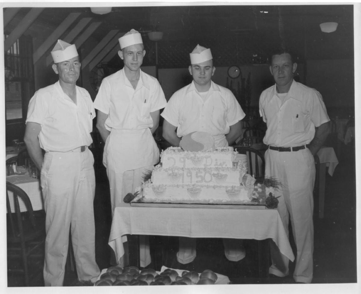 1950 photo of the 29th Infantry Division's Thanksgiving cake Note the little turkeys all over it!