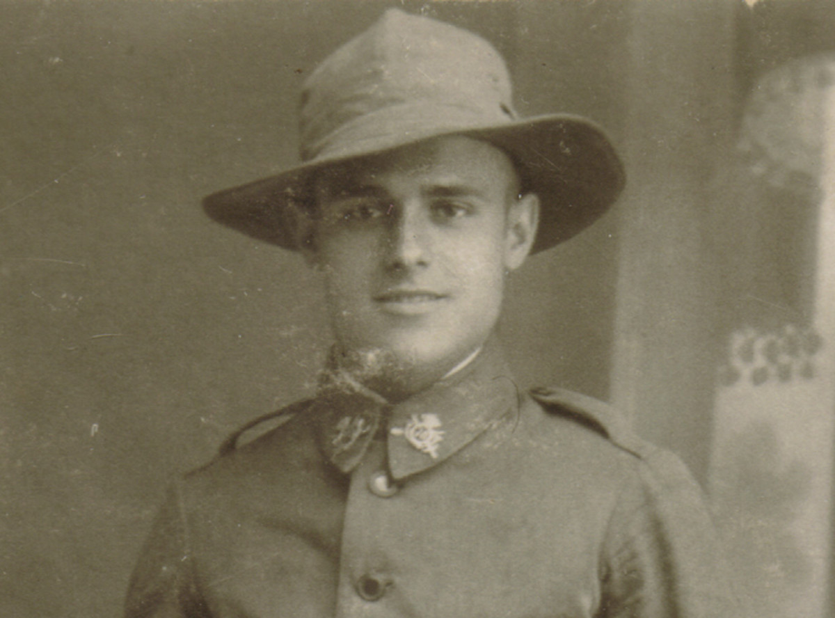 "A soldier wearing the khaki or olive canvas brimmed hat, called the ""Americano"" that was introduced in 1917. He is from the 70th Infantry Regiment ""Cartagena."""