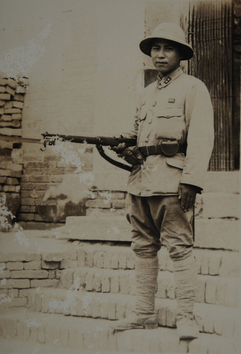 Japanese Private First Class wearing a cotton Type 98 tunic. When wearing a cotton tunic, the soldier was compelled to carry his pay book and other papers in the exterior breast pocket as seen here. The woolen tunic had an interior pocket for that purpose.
