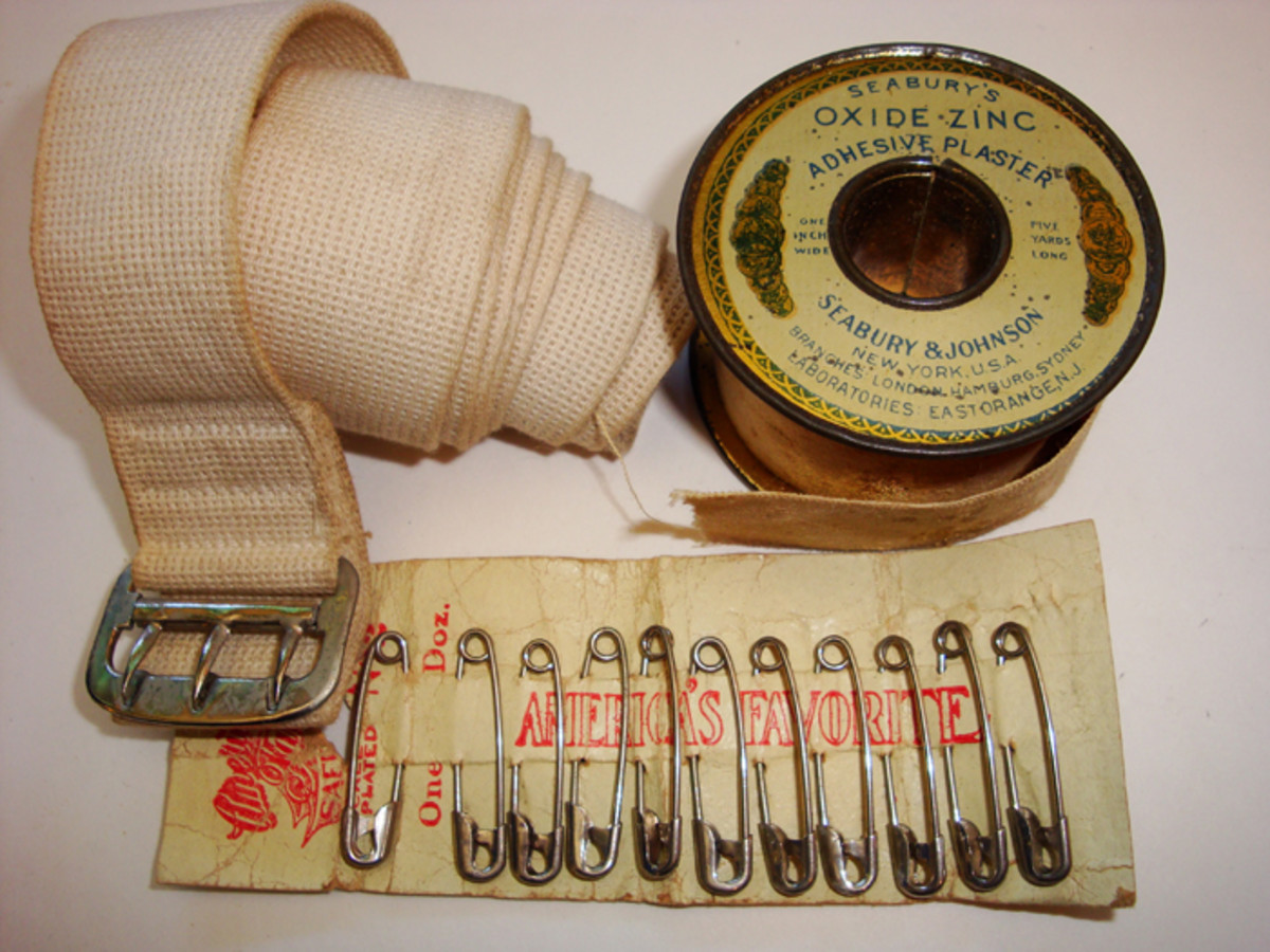 The left front pocket, smaller in size contained a roll of adhesive plaster, one tourniquet and a card holding 12 safety pins.