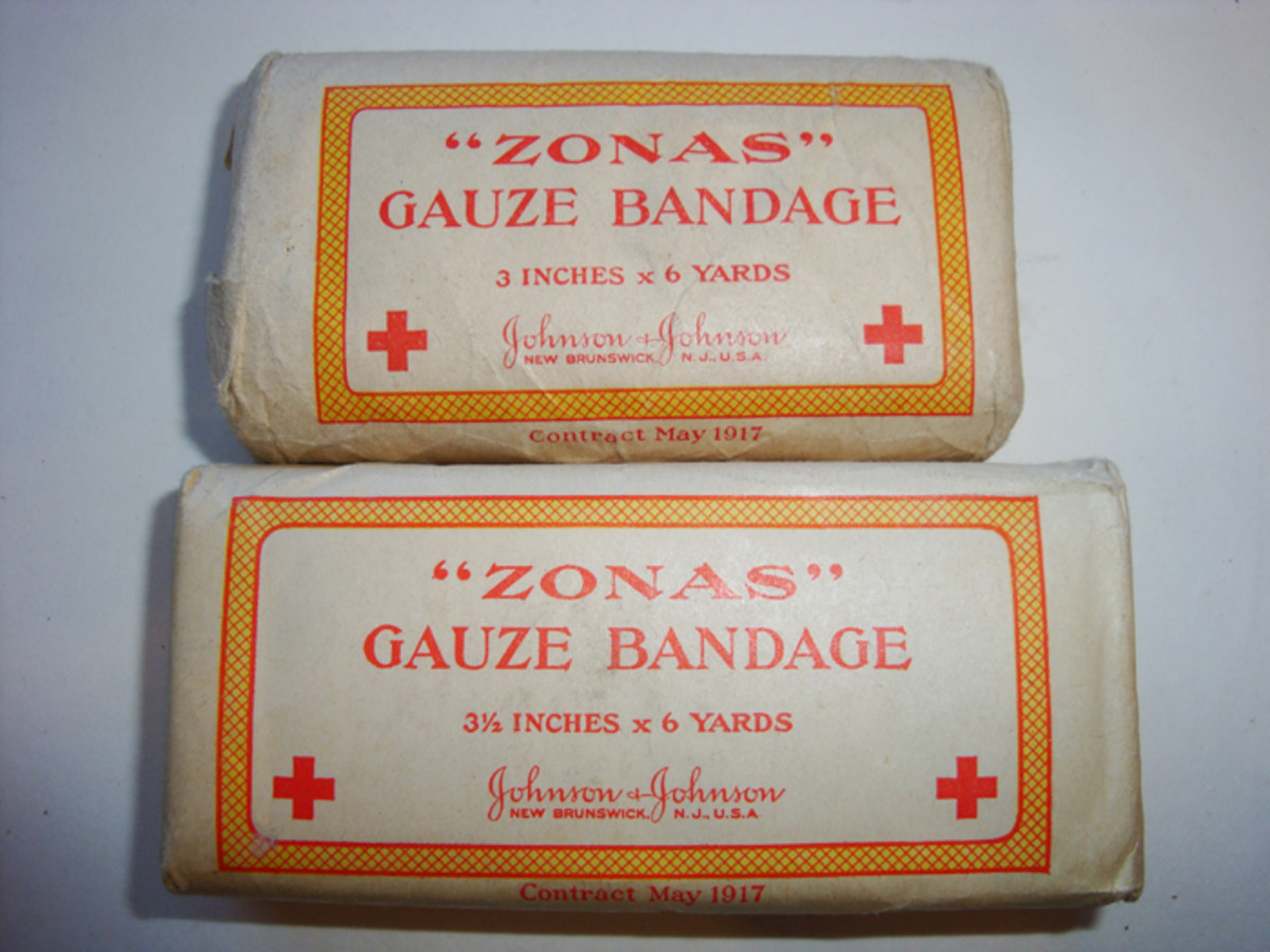 "Pocket number nine held six of the Gauze bandages in various sizes. Shown here is the ""Zonas"" type. A Bauer & Black contract also existed."