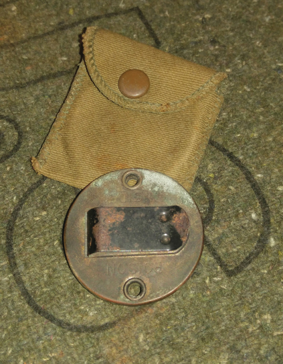 """There are several types of discs that the Americans used in WWII. This one is a """"clip-on"""" style that could fastened to a soldier's uniform or gear using the spring-loaded clip on the reverse or by tying, use the holes on either side."""
