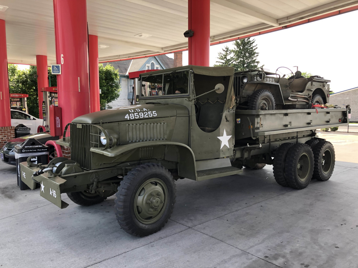 Paul Rea's 1945 CCKW cargo dump hauling Andrew Mitchell's Jeep to the Reading airshow.