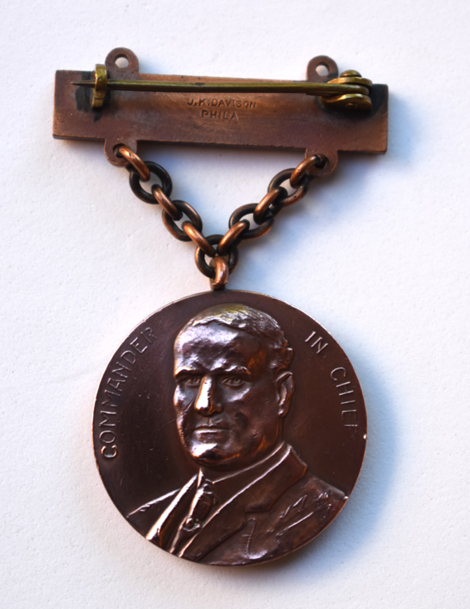 The Governor Tener images graces the obverse of the rifle qualification badge making it a Type 3 badge.
