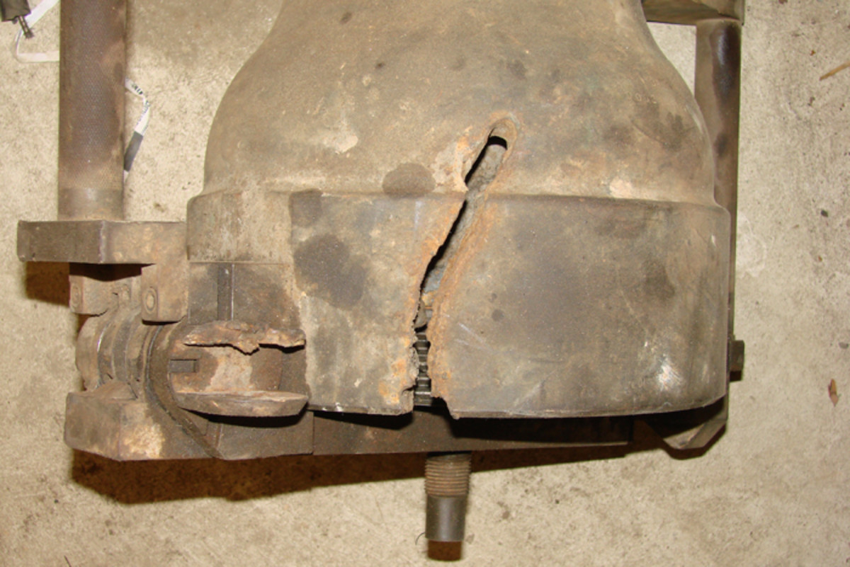 The breech end of the 106 was also cut with the intention of destroying the breech block and vent bushing.