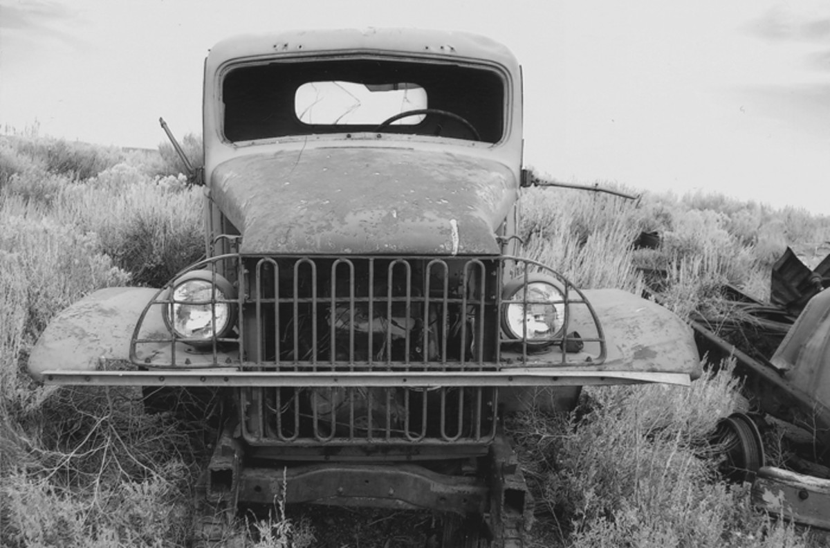 Early Chevrolets, like this parts truck, had a looped bar grill. There was a narrow tie bar between the front fenders but the last civilian owner of this truck added an angle iron reinforcement.