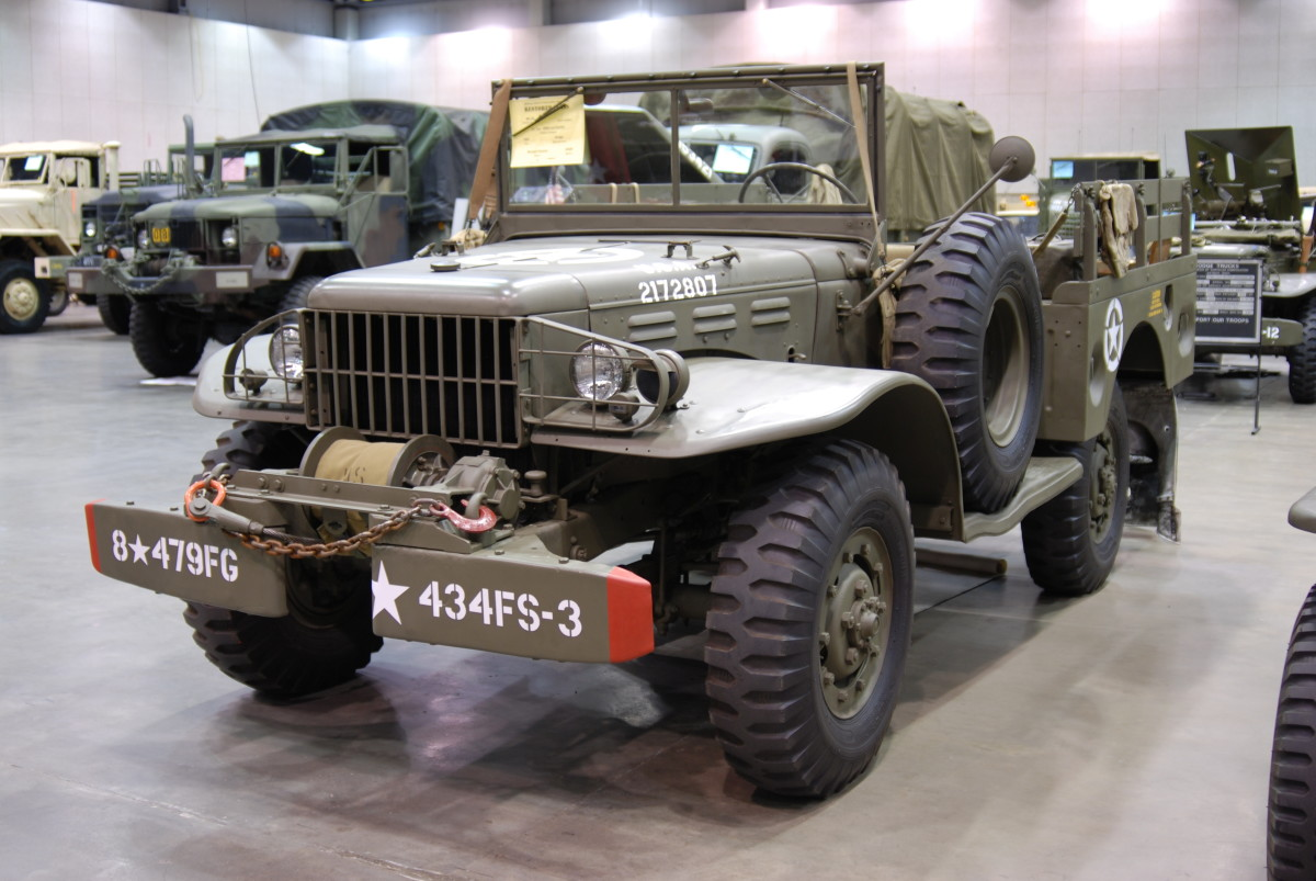 The WC-52 had a longer frame than the WC-51 to accommodate the PTO-driven Braden MU-2 winch at the front of the vehicle.  (1942 WC-52 restored by Richard Hanson)