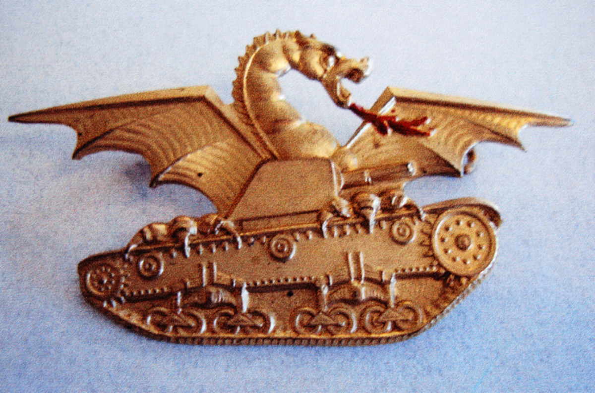 Dragon tank driver and crew badge in gold for officers.