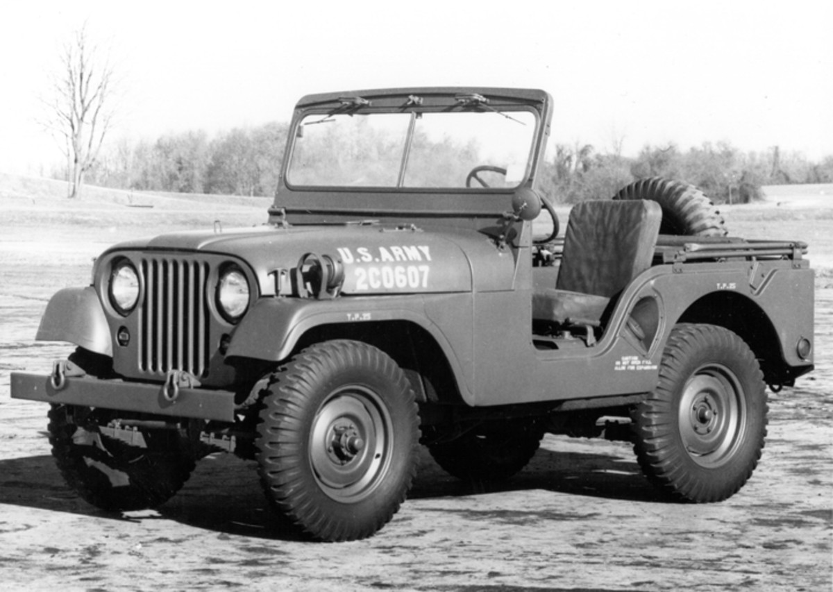Later M38A1s, such as this one, eliminated the diagonal seam on the fender, replacing it with a more nearly vertical seam. The hinged grille was also eliminated, and the battery box cover retainer was simplified.