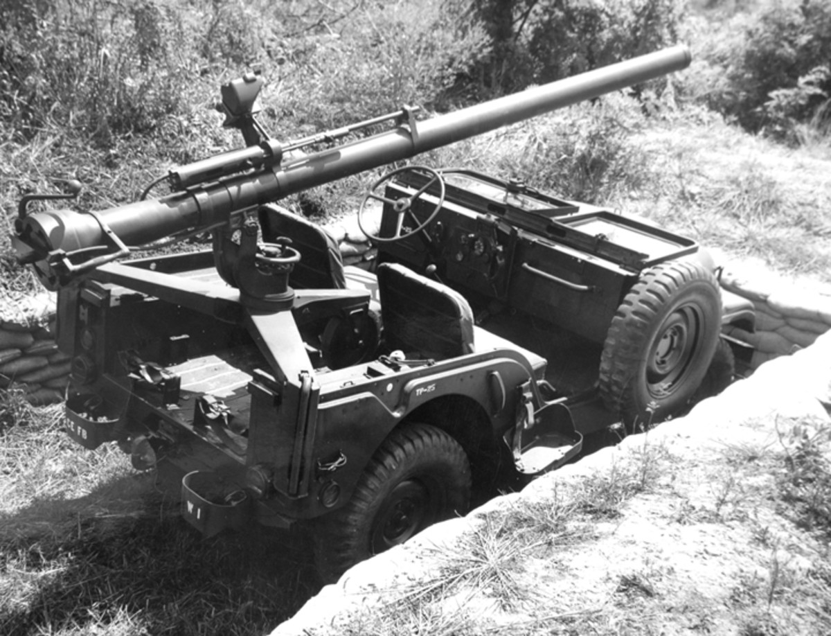 In addition to the M40A1 106mm recoilless rifle, the M38A1C can be recognized by the relocated spare tire and liquid container bracket. A gap in the windshield accommodated the rifle tube. Prior to 1953, the 105mm Recoilless Rifle M27 or M27A1 was installed in these trucks.