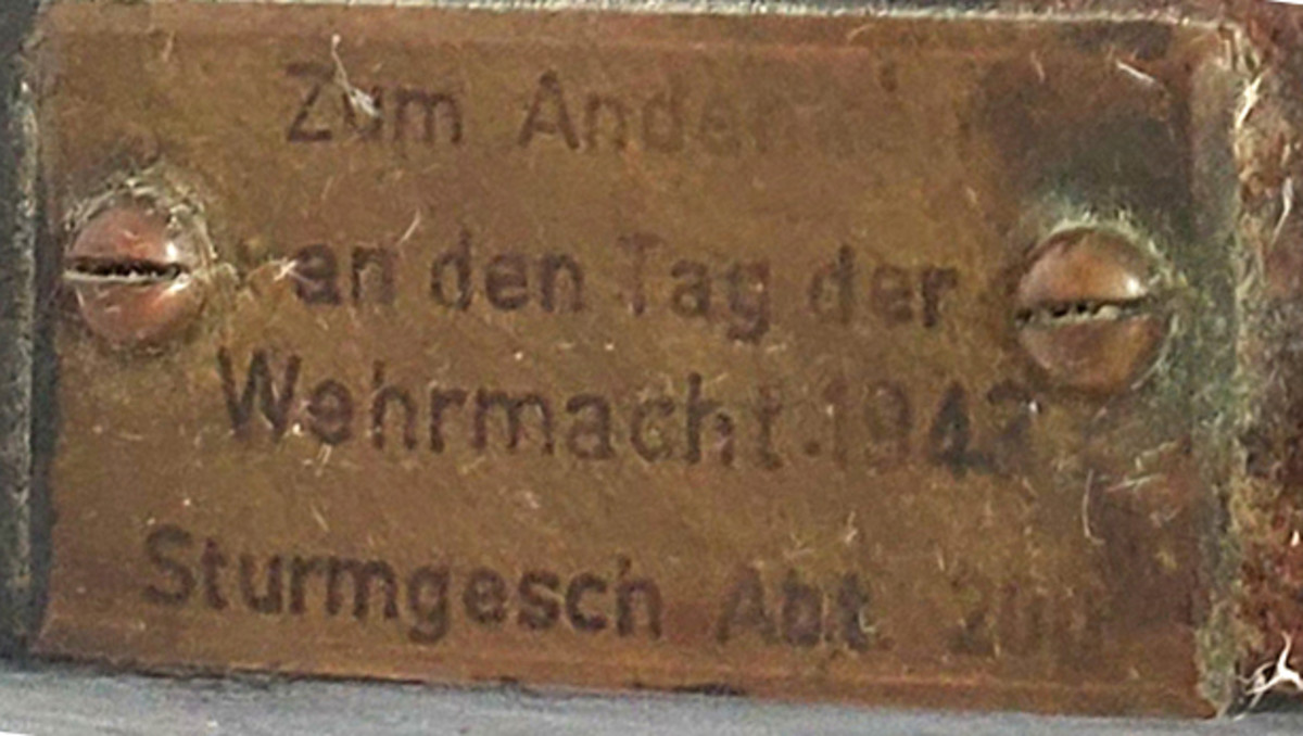 """The plaque on the front of the tank loosely translates to: """"In Remembrance of Army Day 1943, Assault Gun Battalion 200."""""""