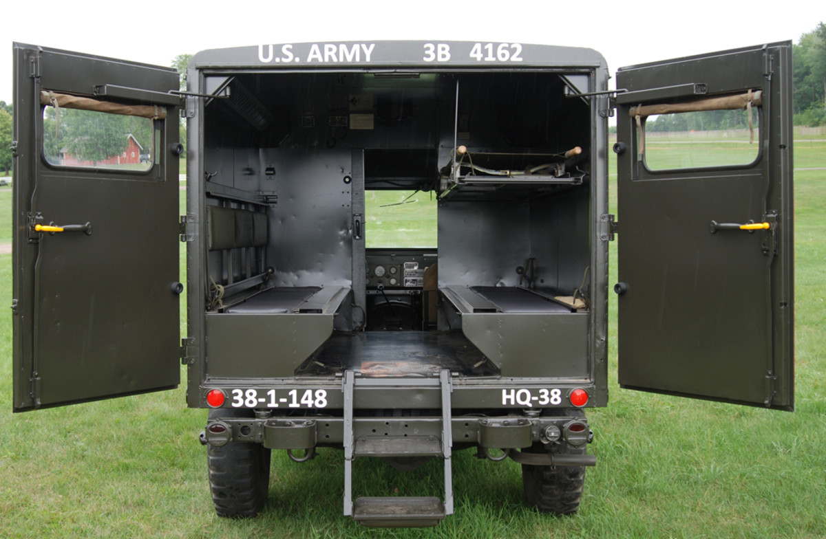 The M725 had a crew of two and could transport five patients on stretchers or eight walking wounded.