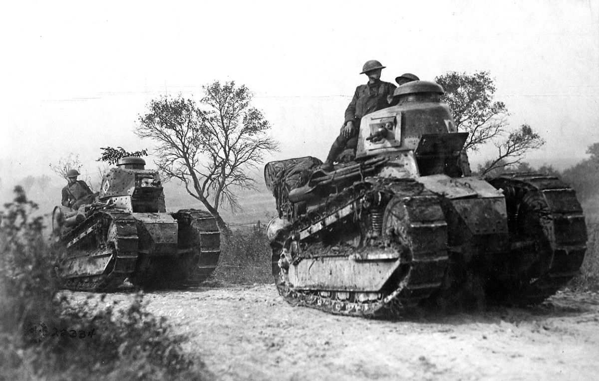 Two American FTs on the move. The lead tank is armed with a Hotchkiss machine gun, the one in the rear with a 37mm gun.