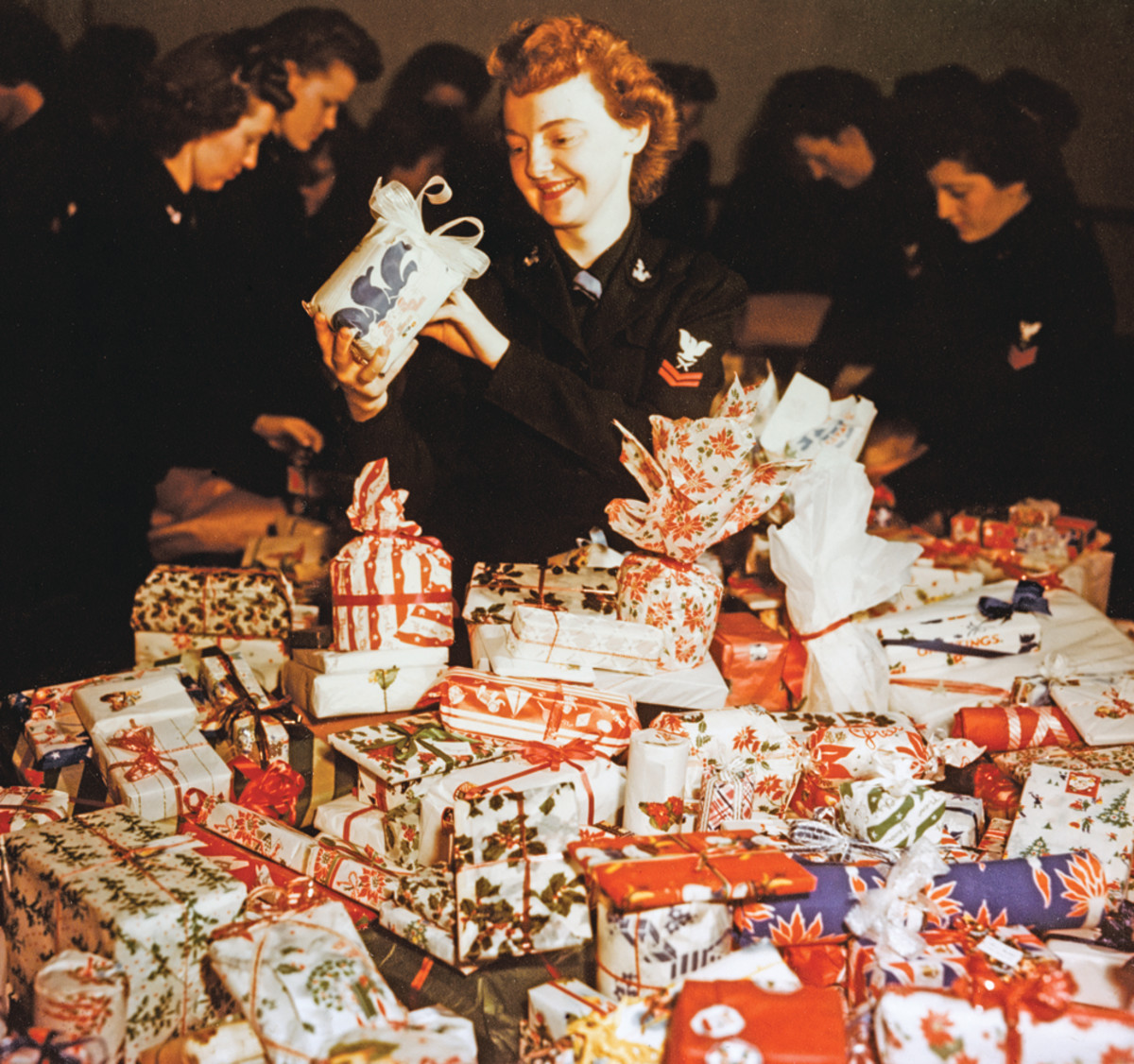 WAVES play Santa WAVES of the Bureau of Supplies and Accounts help wrap Christmas presents for Navy and Marine Corps convalescents at the Bethesda Naval Hospital, Maryland, circa 1944. Admiring a package is Yeoman 2nd Class Ann G. Fee.